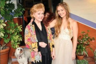 Billie Lourd pays tribute to Debbie Reynolds on her birthday