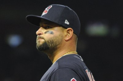 Cleveland Indians welcome back Yonder Alonso vs. Chicago White Sox