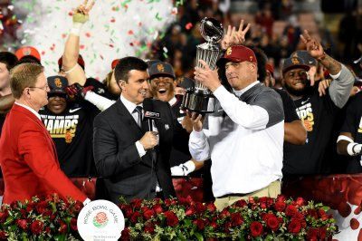 Clay Helton to return as head coach of USC Trojans in 2019