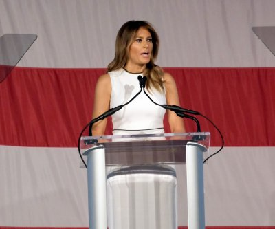 Melania Trump receives Woman of Distinction award