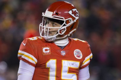 Mahomes, Edwards-Helaire lead Chiefs to win in NFL season opener