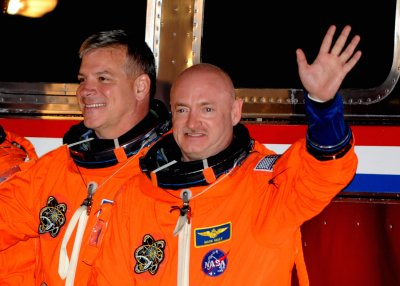 Giffords' astronaut husband honored