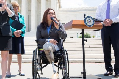 Tammy Duckworth to be first senator to give birth while in office