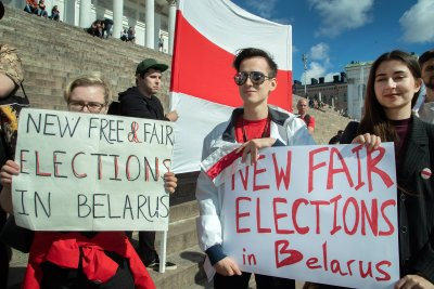 Belarus cracks down on journalists; world leaders decry violence