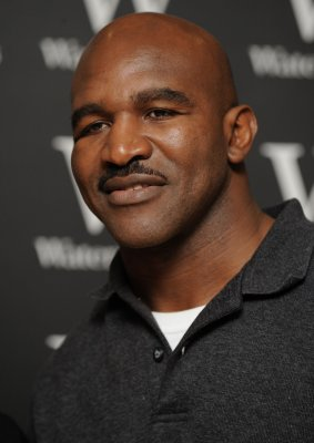 Report: Holyfield to get title shot