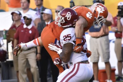 Embattled Oklahoma RB Joe Mixon declares for NFL draft