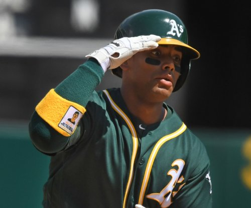 Khris Davis' walk-off HR lifts Oakland Athletics past Cleveland Indians