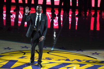 Golden State Warriors edge Los Angeles Lakers on Kobe Bryant jersey retirement night