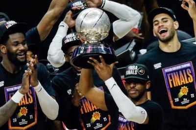 Chris Paul scores 41 as Suns beat Clippers, reach first NBA Finals since 1993