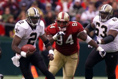 Former NFL star Dana Stubblefield charged with rape of disabled woman