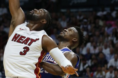 Dwyane Wade goes for 30 in Heat home finale