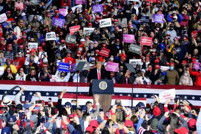 Trump returns to his economy message at Pennsylvania rally