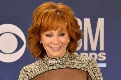 Reba McEntire to star in, produce two new Lifetime movies