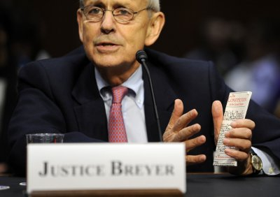 Justice Stephen Breyer fractures shoulder in bike accident