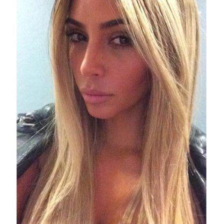 Kim Kardashian goes blonde again