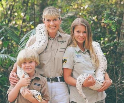 Bindi Irwin, Chandler Powell make red carpet debut