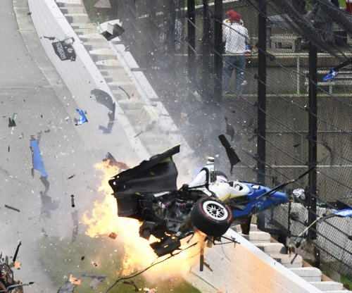 Crash knocks pole-sitter Scott Dixon out of Indy 500