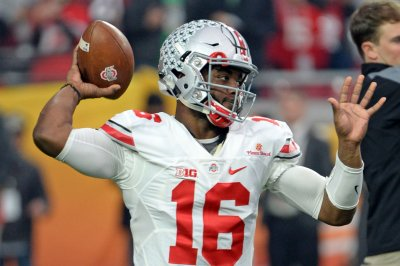 J.T. Barrett sets record as No. 2 Ohio State routs Rutgers 58-0