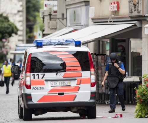 Chainsaw attack injures 5 in Swiss town; police hunt culprit