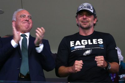 Bradley Cooper cheers on Eagles at Super Bowl LII