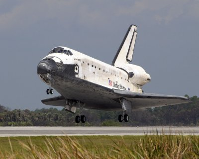 Shuttle Discovery lands safely in Florida