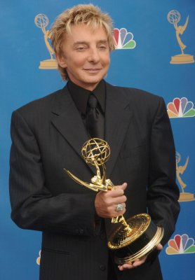 Manilow writes song for HDNet series