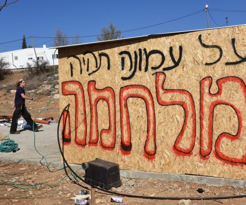 17 police injured clearing last of Amona settlers