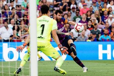 Barcelona dominates Huesca 8-2 behind Lionel Messi, Luis Suarez
