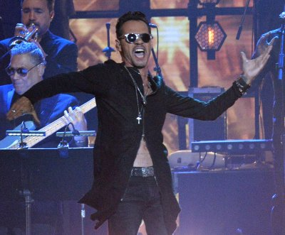 Marc Anthony to receive Latin AMAs international artist award