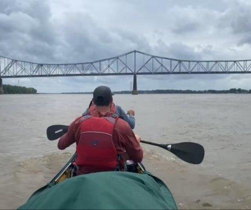 Canoe team seeking Mississippi River record faces bridge closure obstacles