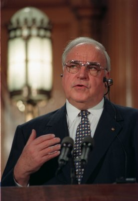Helmut Kohl, 78, marries economist