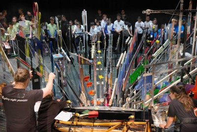88 students use contraption to play a single piano, break world record