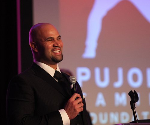 Los Angeles Angels to ease Albert Pujols back from foot surgery