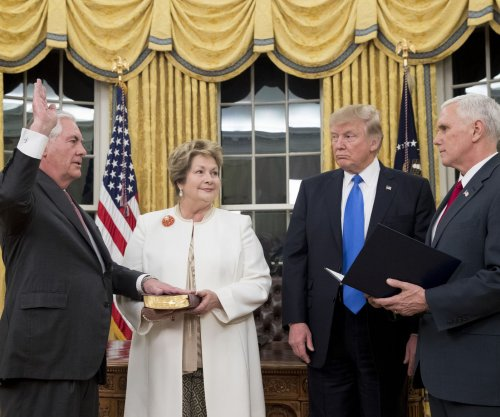 Rex Tillerson sworn in as secretary of state