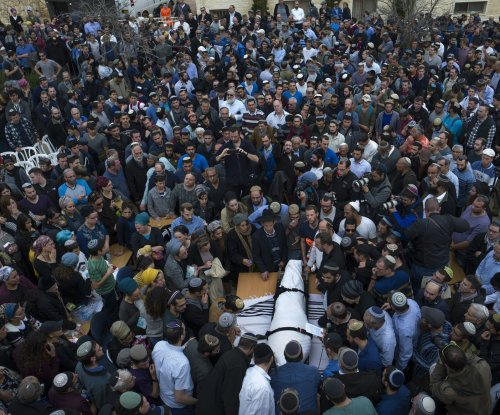 Hundreds attend funeral of slain Israeli rabbi as police hunt killer