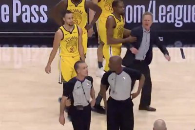 Warriors' Steve Kerr slams clipboard, yells at refs, gets ejected vs. Blazers
