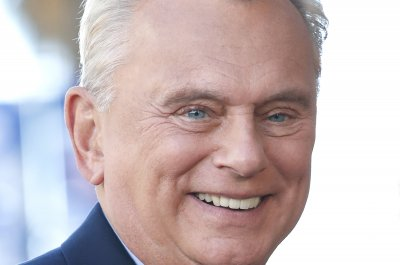 Pat Sajak returns to 'Wheel of Fortune' set after surgery