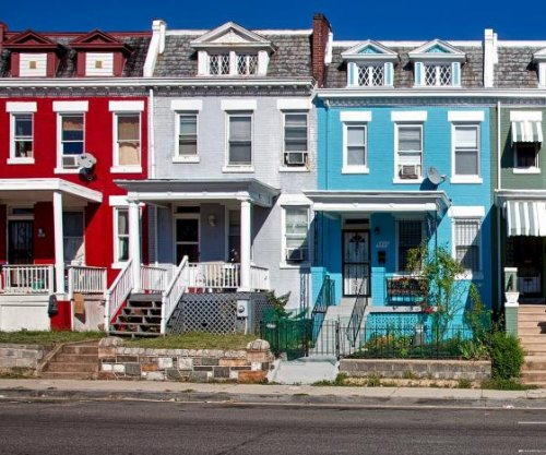 White House urges landlords to hold off on evictions as moratorium ends