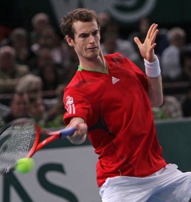 Murray advances at Barcelona Open