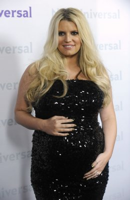 Jessica Simpson joins Instagram, shares photo with Ashlee Simpson and Evan Ross