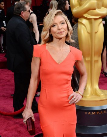 Kelly Ripa asks Anderson Cooper if he's circumcized
