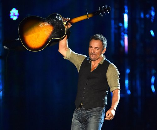 Bruce Springsteen writes tardy note for 9-year-old concertgoer