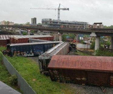 Train derails in Washington, D.C., hazardous waste leaking