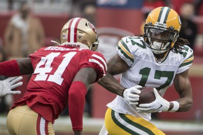 Rodgers, Adams dominate depleted 49ers on TNF