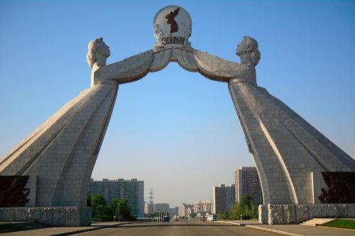 Kim Jong Un proposes summit with South Korea