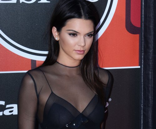 Kendall Jenner dolls up, goes blonde