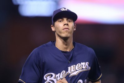 Milwaukee Brewers' Christian Yelich goes 6-for-6, hits for cycle vs. Cincinnati Reds