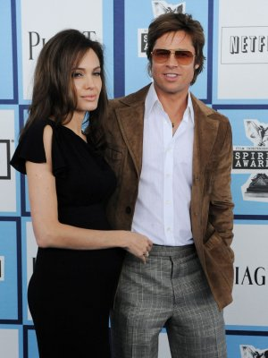 Jolie confirms she's expecting twins