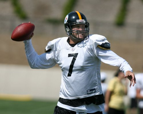 Roethlisberger injures foot at camp