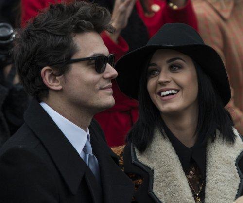 Katy Perry, ex-boyfriend John Mayer cozy up at concert